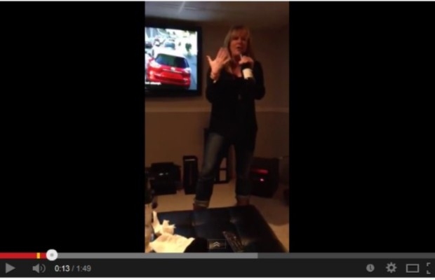 Eva rings in 2014 by singing her favorite karaoke song!