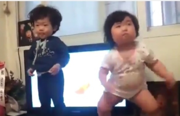 Chubby Korean baby girl dances but…